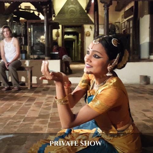 PRIVATE SHOW (2)